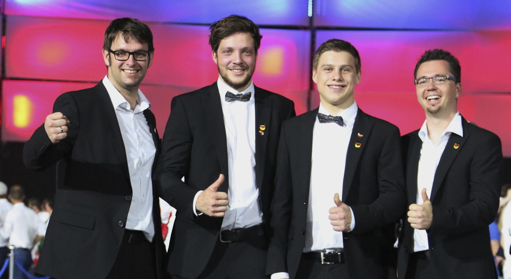PM_TSD_10_2017_1_Tischer-Schreiner-Nationalteam_bei_der_Siegerehrung1.jpg